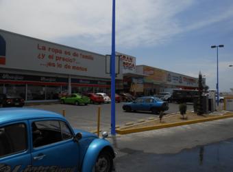 Local 7 A, B, C en «Plaza Comercial Loma Bella»